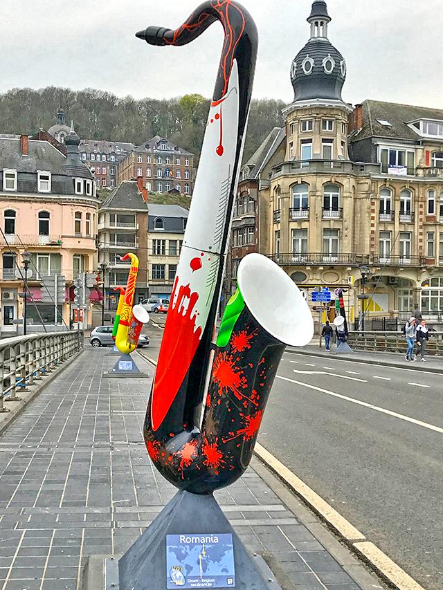 Мост с саксофонами в Динане – Путешествие в Бельгию